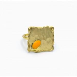 Χειροποίητο δαχτυλίδι τετράγωνο από ορείχαλκο επιχρυσωμένο με κίτρινο οβάλ σμάλτο